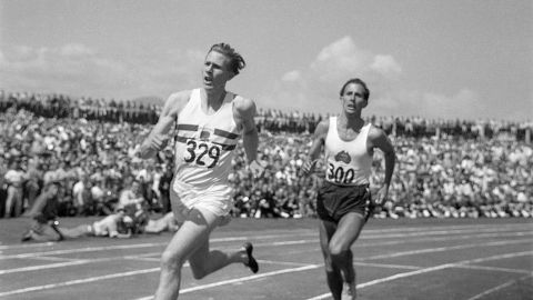"England's Sir Roger Bannister beat Australia's John Landy in a race dubbed ""The Miracle Mile"" at the 1954 British Empire Games in Vancouver ©Getty Images"