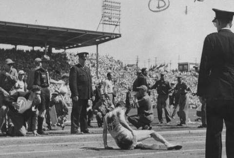 Jim Peters collapses at end of the marathon in the 1954 British Empire Games